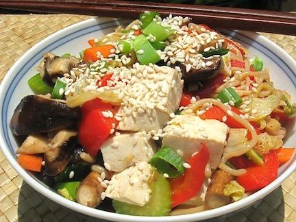 Japchae coreano (fideos shirataki con vegetales)