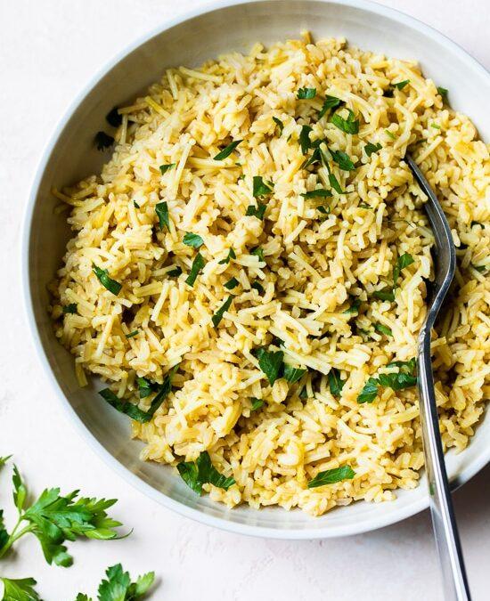 Pilaf de arroz casero (saludable arroz-a-roni)