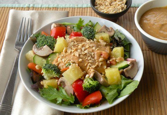 Ensalada mezclada con sabor tailandés   VegKitchen