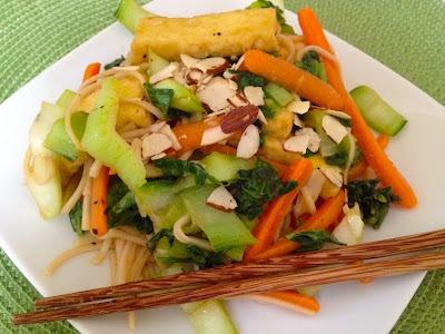 Bok Choy glaseado con hoisin con tofu y fideos soba
