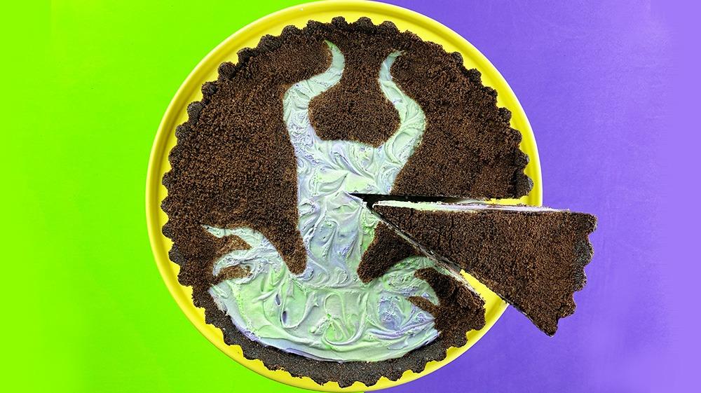 Receta fácil de tarta de queso con crema y galletas MALEFICENTES sin hornear + ARTE DE CRUMB DE GALLETAS INVERTIDAS
