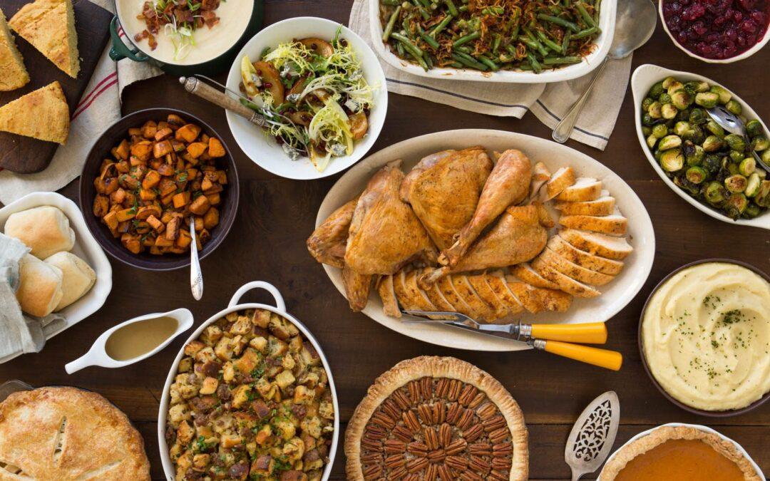 Un menú clásico de Acción de Gracias para alimentar a una multitud