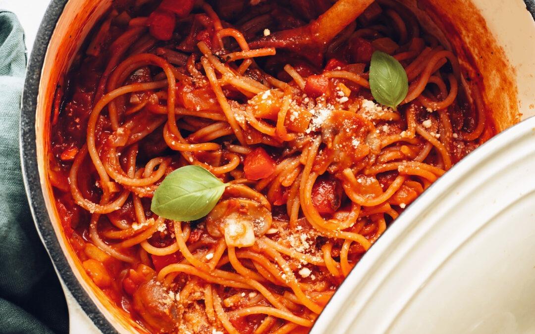 Espaguetis veganos fáciles en una olla (¡30 minutos!)