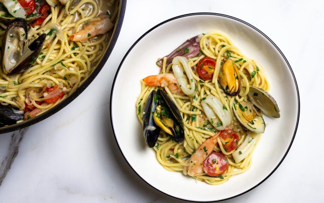 Receta de espaguetis allo Scoglio (espaguetis con mariscos mixtos)