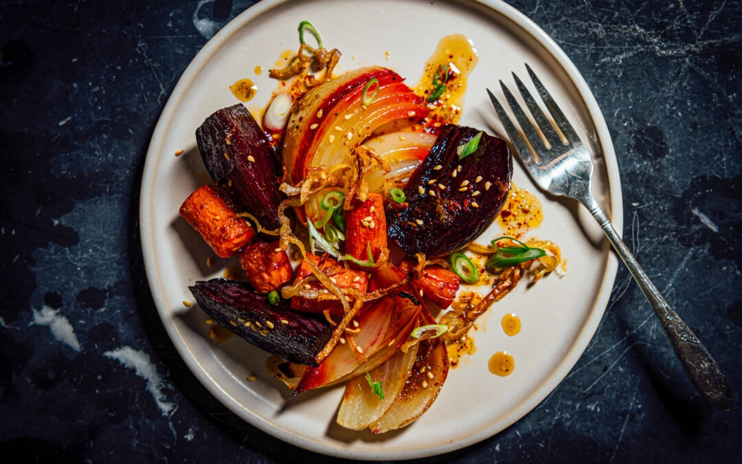 Verduras de raíz asadas con aderezo de lima dulce Receta