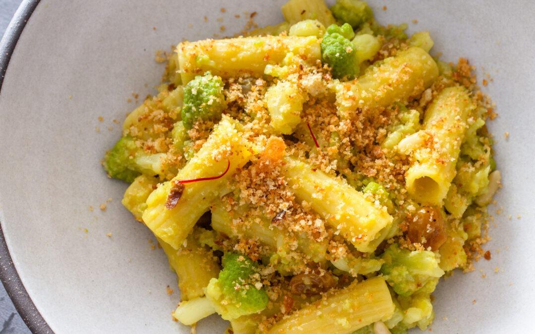 Receta de pasta chi Vruoccoli Arriminati (pasta siciliana con coliflor y pan rallado tostado)