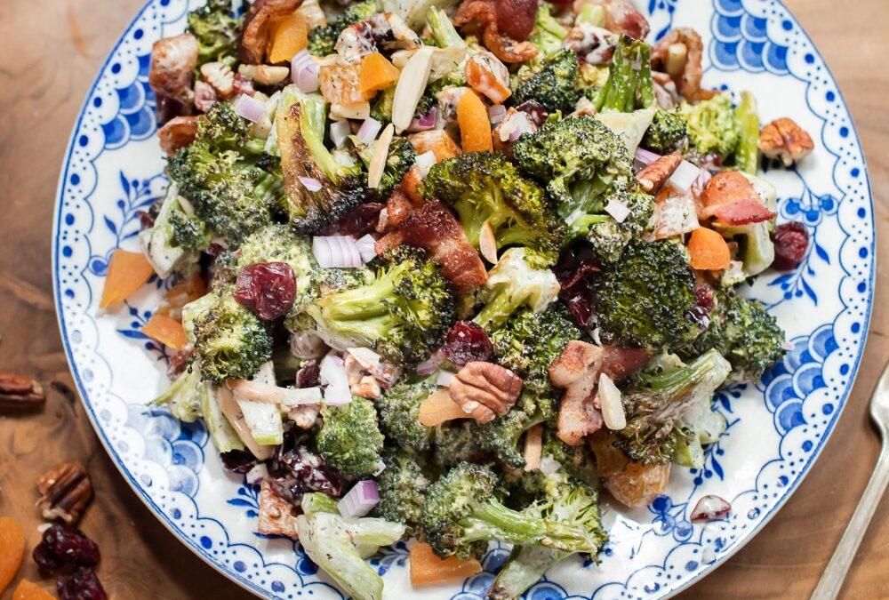 Receta de ensalada de brócoli asado con tocino y nueces