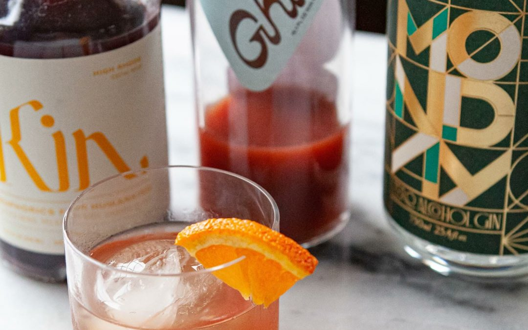 Los mejores licores sin alcohol para construir un bar sobrio