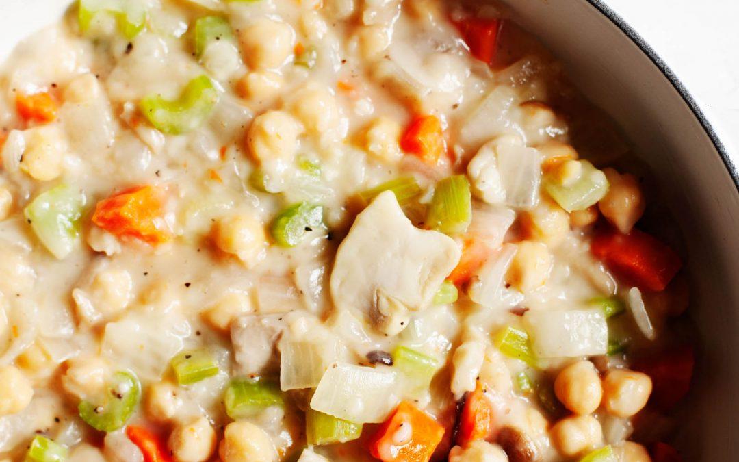 Cobbler de garbanzos salados |  Un acogedor plato de comida reconfortante a base de plantas