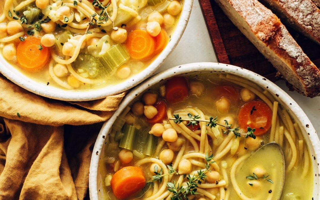 Sopa de fideos con garbanzos en una olla |  Recetas de panadero minimalistas