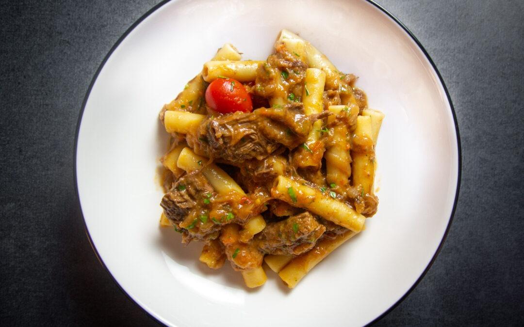 Receta Pasta alla Genovese (Pasta con ragú de ternera napolitana y cebolla)