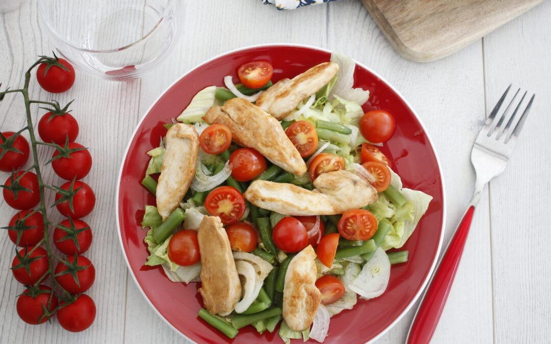 Ensalada de pollo y verduras crujientes: receta de ensalada de pollo y verduras crujientes