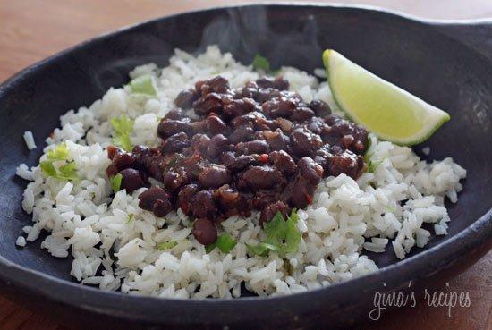 Frijoles Negros Rápidos y Deliciosos a la Cubana